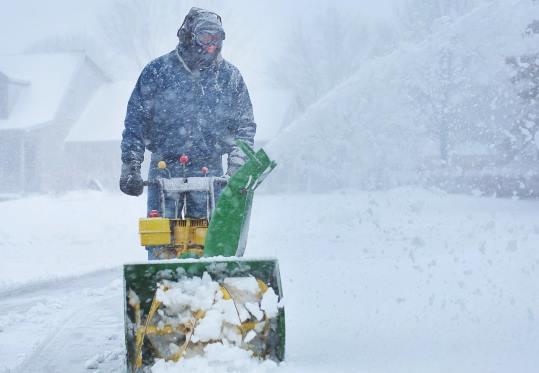 Уборка снега в Екатеринбурге цена от 700 руб.